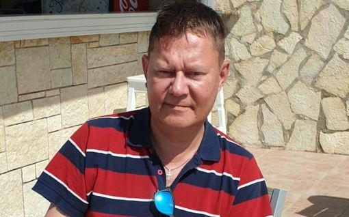 """Pertti Salovaara jumissa Kreikassa - unelmaloma tyssäsi konkurssiin: """"Tämä voi käydä kukkaron päälle"""""""