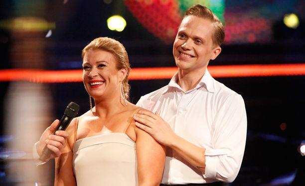 Kirsi Alm-Siira ja Marko Keränen tanssivat illan lähetyksessä jiven askelin.