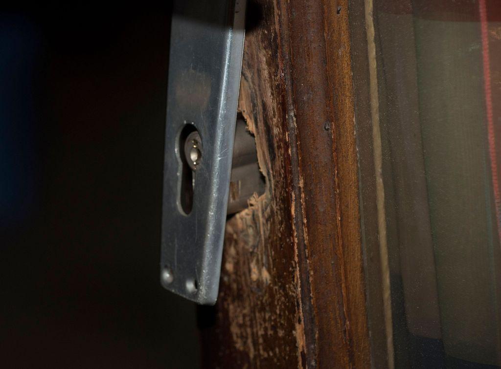 Mökkien ovien lukot kannattaa pitää kunnossa. Kuvituskuva.