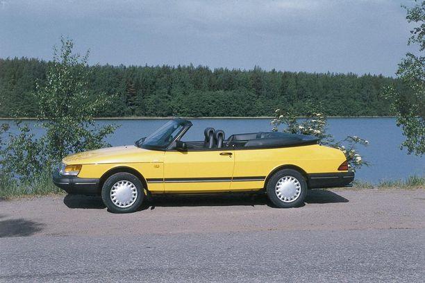 Yksi Valmet Automotiven merkkipaaluista oli kuvassa näkyvä Saab 900 Cabriolet. Vuosina 1986-2003 kaikki avo-Saabit suunniteltiin ja valmistettiin Uudenkaupungin autotehtaalla.