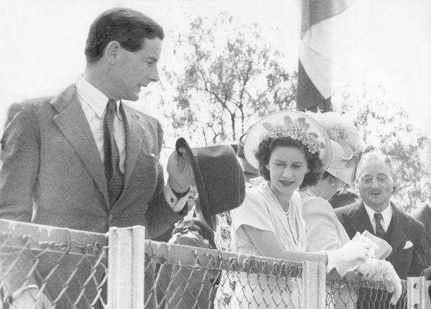 Peter Townsend ja prinsessa Margaret onnistuivat piilottelemaan suhdettaan hyvän aikaa. Kun se tuli julki, puuttui kuningatar asiaan.