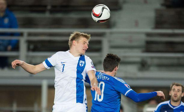 Juhani Ojala puski Suomen 1-0-johtoon. Arkistokuva.