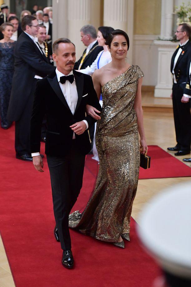 Jasper Pääkkönen ja Alexandra Escat saivat salamavalot räpsymään Linnan juhlissa.