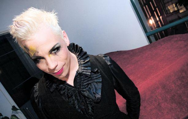 SUOSIKKI. Cristal Snow on tällä hetkellä laulukiellossa ja kärsii pahasta influenssasta.