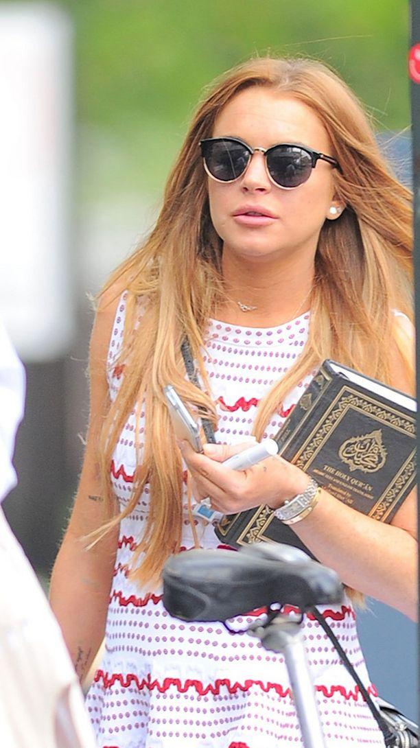 Lindsay Lohan ulkoilutti Koraaniaan.