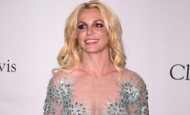 Britney Spears huomioi suomalaisen valokuvaajan työn.