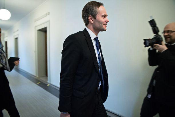Sisäministeri Kai Mykkänen (kok) on pahoillaan yritystukityöryhmän epäonnistumisesta.