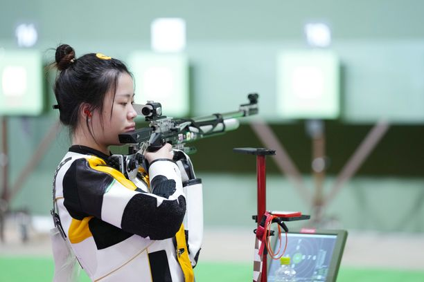 Olympiakultaa voittanut Yang Qian oli karsinnoissa kuudes, mutta finaalissa ampuja oli elementissään.