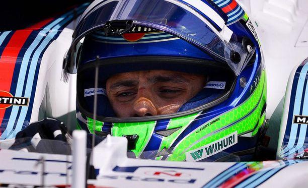 Felipe Massa selvisi säikähdyksellä hurjasta ilmalennosta.
