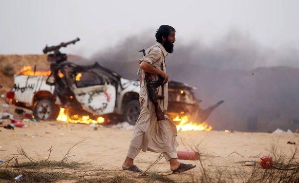 Sirtessä on taisteltu vallasta vuosien ajan. Kuvassa kapinallinen vuonna 2011, Muammar Gaddafin kaatumisen jälkeen. Nykyisin Sirte on Isisin hallussa.
