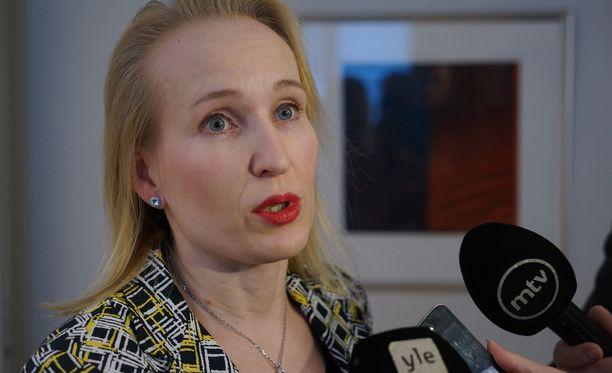Valtakunnansovittelija Minna Helle on nyt yhteydessä työriidan osapuoliin.