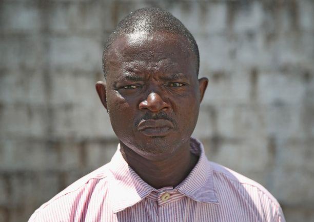 Vavila Godoa, 43, on räätäli, jolla ei enää ole asiakkaita. - He eivät enää tule, Godoa sanoo. Hän sairastui hoitaessaan vaimoaan, joka lopulta kuoli tautiin.