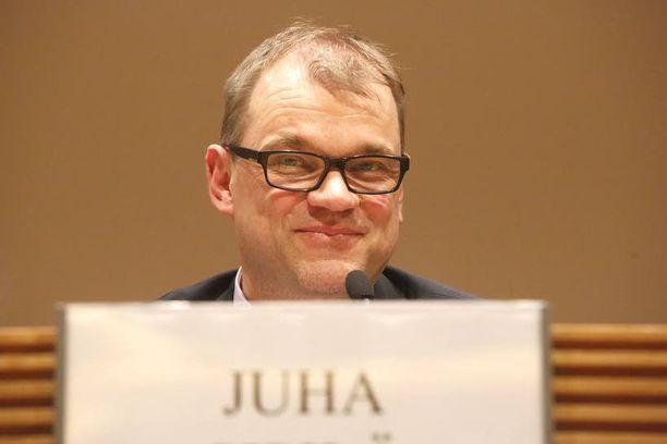 Insinööri-pääministeri Juha Sipilä, 53, tulee Oulun vaalipiiristä. Samalla hän edustaa hallituksessa koko Pohjanmaan ja Pohjois-Suomen keskustalaisia, minkä takia esimerkiksi Paavo Väyrysen hallitushaaveet olivat toiveajattelua.