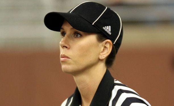 Sarah Thomas tuomitsee ensi kaudella amerikkalaisen jalkapallon kovimmassa sarjassa NFL:ssä.