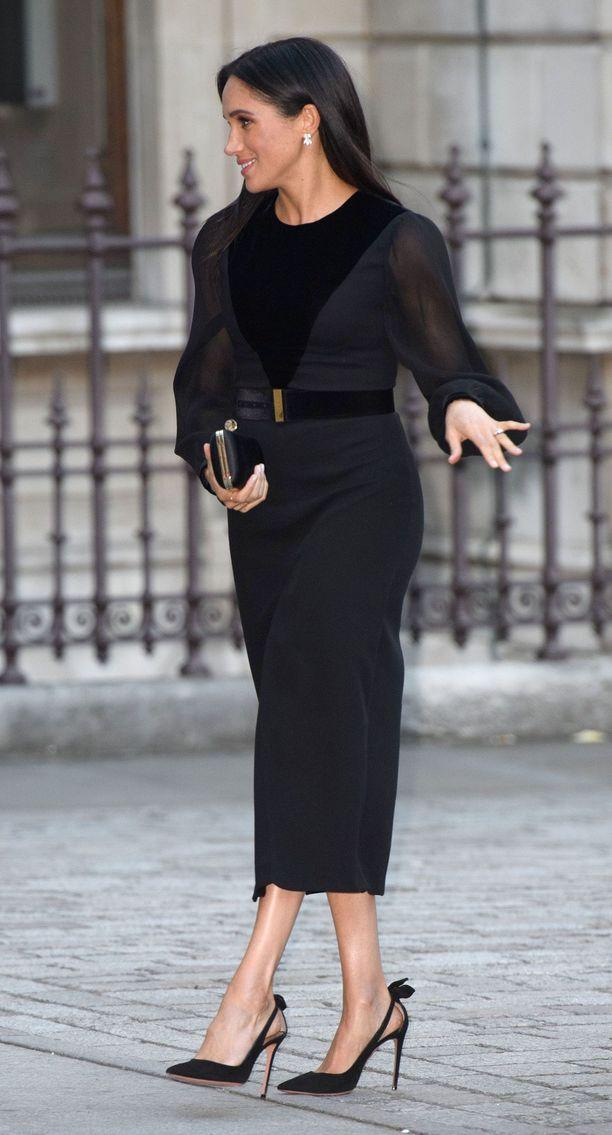 Vuoden aikana Meghan on edustanut toistuvasti Givenchyn luomuksissa. Myös nämä Aquazzurran korkkarit ovat tuttu näky!