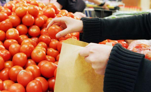 Ruoan hinta on alentunut viime vuodesta, kertoo Helsingin Sanomat.