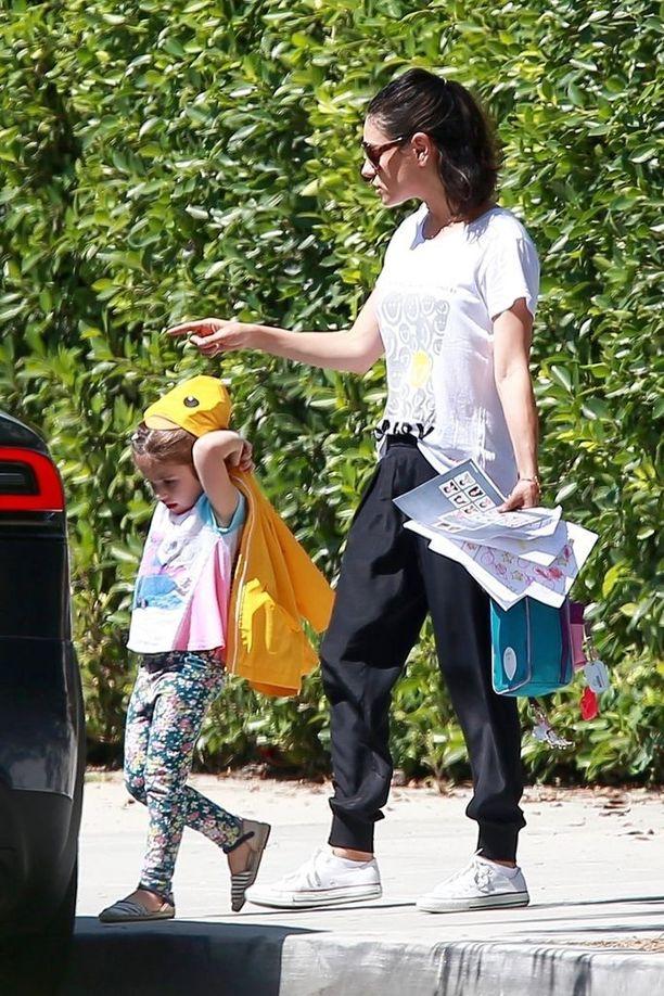 Mila Kunis tunnetaan esimerkiksi elokuvista Mahtava Oz, Vain seksiä sekä Bad Moms.