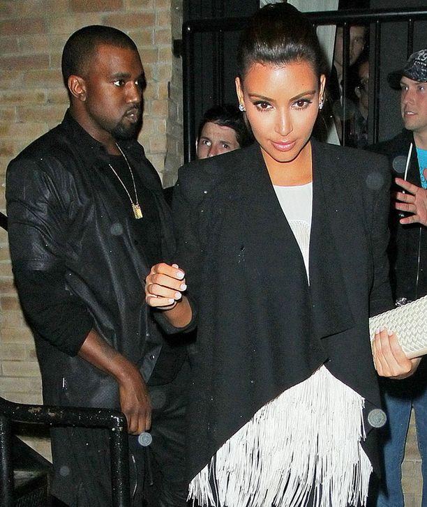 Tässä vaiheessa Kim ja Kanye vielä kielsivät suhteensa.