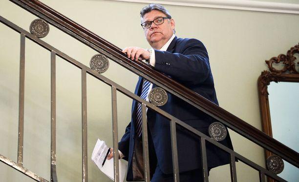 Ulkoministeri Timo Soini kommentoi Huomenta Suomessa myös Venäjän koneen alasampumista Nato-maa Turkin toimesta. Soinin mukaan tapauksella tulee olemaan vakavia poliittisia seurauksia.