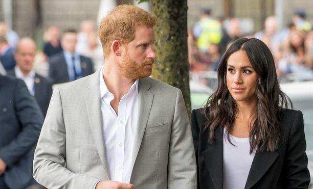 Harry ja Meghan joutuvat selviytymään itse turvakuluistaan. Asia tuli heille yllätyksenä.