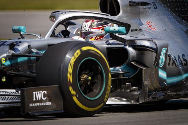 Lewis Hamiltonin osalta vapaat harjoitukset loppuivat lyhyeen.