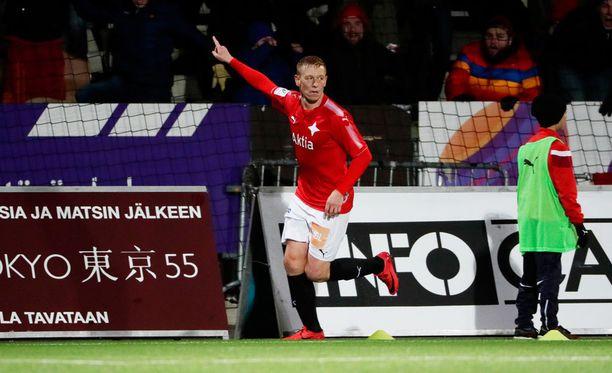 HIFK piristyi SJK-ottelun toisella puoliajalla, ja Mikael Forssell pääsi iskemään kaksi maalia.