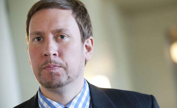 Ministeri Paavo Arhinmäki vastaa kansallisen kulttuurin turvaamisesta.