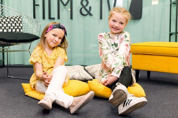 Matilda Pirttikangas (Vilttitossu) ja Emelia Levy (Heinähattu) ovat uuden Heinähattu, Vilttitossu ja ärhäkkä koululainen -elokuvan tähdet.