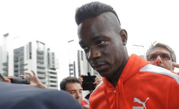 Mario Balotellin ura jatkuu AC Milanissa.