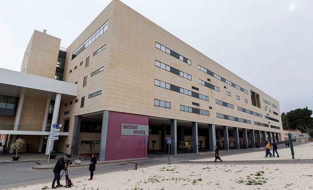 Lapsi syntyi Virgen de la Arrixaca -sairaalassa. Synnytyksen jälkeen sairaalan henkilökunta otti yhteyttä viranomaisiin.
