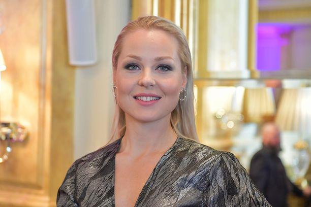 Sansa on Pohjanmaalta lähtöisin oleva artisti, joka nimeää esikuvikseen Sian ja Robynin.