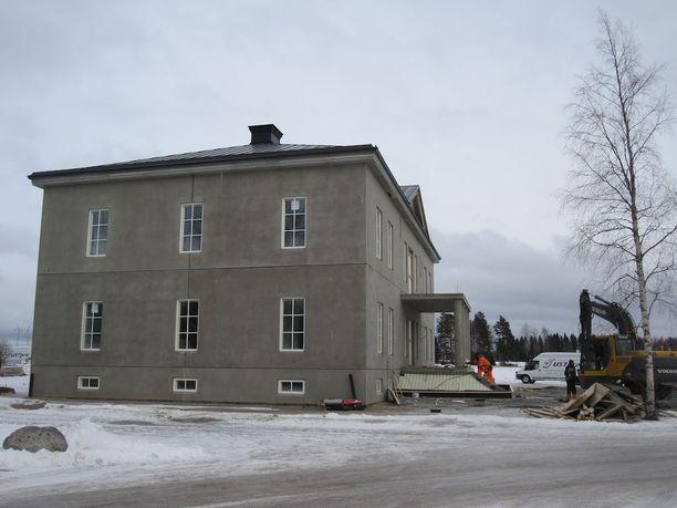 Mäkisen entistä kotitaloa remontoidaan parhaillaan tallin hallintorakennukseksi.
