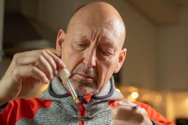 Spotlightin Pekka Palmgren testaa kannabidiolinia, jolla ei ole huumaavaa vaikutusta.