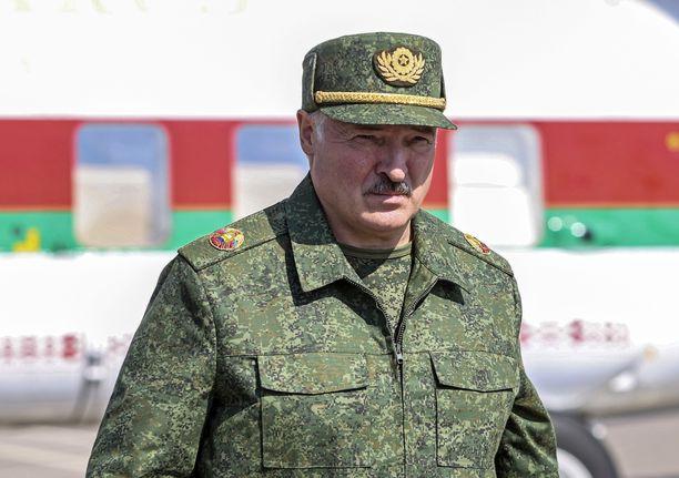 Aljaksandr Lukašenka on takertunut vallan kahvaan. Hän ei aio erota vaikka mittavat mielenosoitukset sitä vaativatkin.