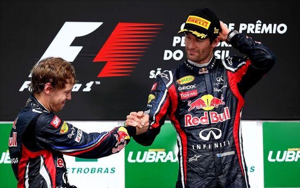 Mark Webber (oik.) oppi tuntemaan hyvin Sebastian Vettelin yhteisten Red Bull -vuosien aikana.
