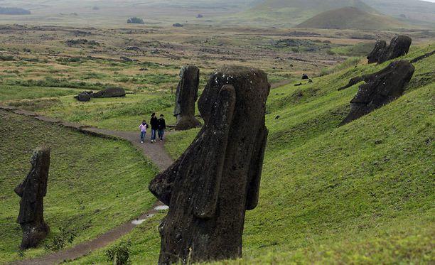 Yleisen käsityksen mukaan Pääsiäissaaren patsaat ovat vain jättipäitä, vaikka tutkijat ovat pitkään tienneet niiden vartaloista.