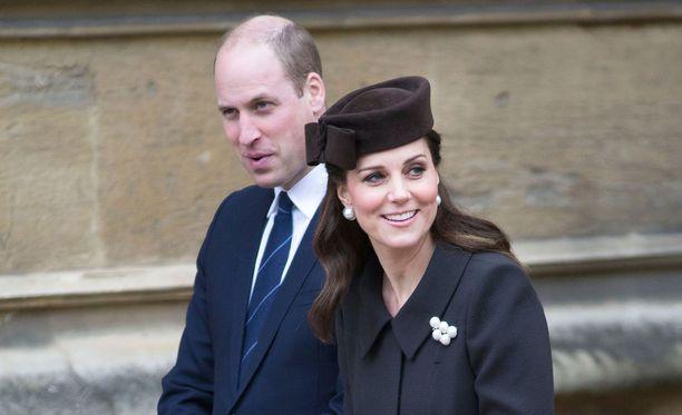 Brittilehtien mukaan prinssi Williamin ja herttuatar Catherinen lapsen laskettu aika on huhtikuun lopussa.