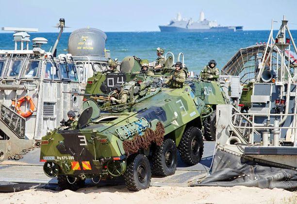 Suomi osallistui Naton Baltops 2015 -harjoitukseen esimerkiksi miehistönkuljetusajoneuvoin.
