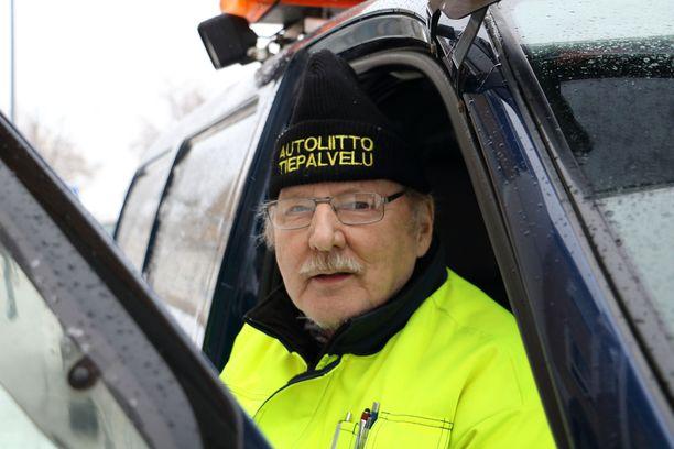 Jorma Nuppula on auttanut autoilijoita tien päällä jo 46 vuotta.
