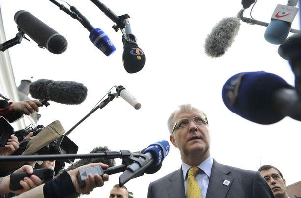 EU:n talouskomissaari Olli Rehn antoi perjantaina kommentteja tiedotusvälineille Unkarissa.