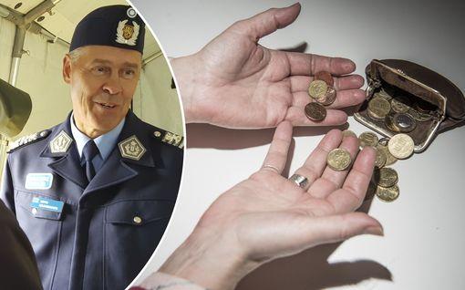 Ex-poliisi löylyttää poliisin rahankäyttöä väitöskirjassaan