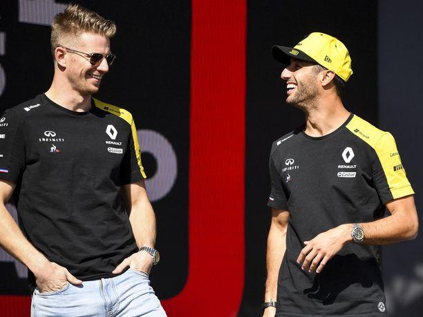 Nico Hülkenberg (vasemmalla) on Red Bullin silmin turvallinen vaihtoehto, sillä saksalaisen tallikaverina ajaa Daniel Ricciardo, jonka Red Bull -pomot tuntevat läpikotaisin. Hülkenberg ja Ricciardo ovat olleet alkukauden aikana käytännössä täysin tasavahvoja.