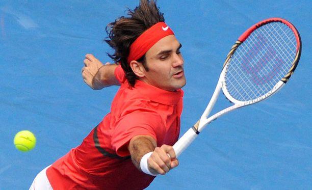 Ihmeellinen nostolyönti avitti Roger Federerin voittoon kroatialaisesta Ivo Karlovicista Australian avoimissa.