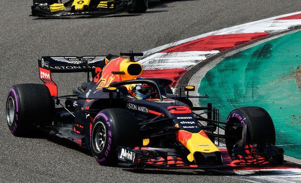 Daniel Ricciardo ajoi Kiinassa upean kilpailun ja nappasi uransa kuudennen GP-voiton.