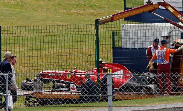 Kimi Räikkösen kolari Silverstonessa puhuttaa edelleen.