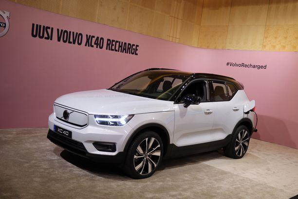 Ensimmäiset kokemukset uudesta sähköautosta Suomessa on otettu näyttelyhalleissa eri puolilla Suomea.