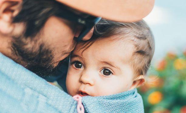 Dom ihmettelee blogissaan, miksi ihmiset säälivät häntä siitä, että ei ole saanut yhtäkään poikalasta. Kuvituskuva.