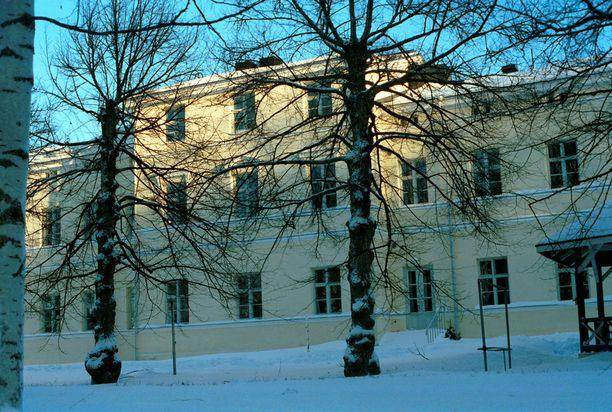 Isänsä murhannut tamperelainen on pakkohoidossa Niuvanniemen mielisairaalassa Kuopiossa.