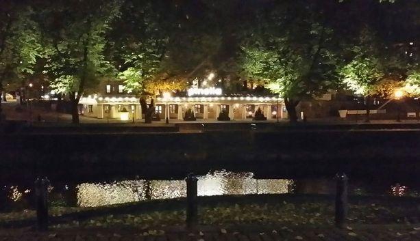 Moni Turun suosituista ravintoloista on lähellä jokea.