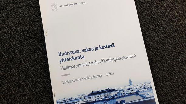 Valtiovarainministeriön maanantaina julkistama virkamiespuheenvuoro Suomen talouden näkymistä on herättänyt keskustelua tuoreeltaan.